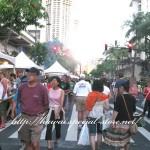 アロハ・フェスティバルで大通りが歩行者天国に