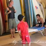 小学生の息子サーフィンをオプショナルツアーで初体験